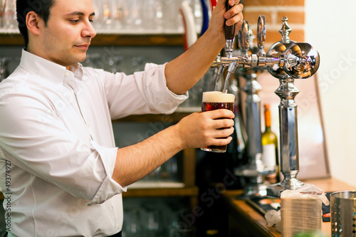Man drawing a beer