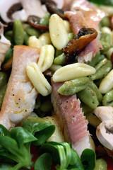 Cavatelli Misti mit Feldsalat und Räucherforelle