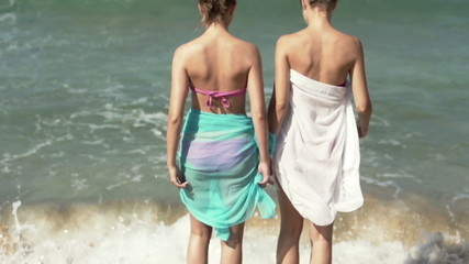 Girlfriends walking on the beach, super slow motion