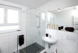 Fototapety Kleines Badezimmer nach Renovierung