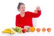 Gentechnisch veränderte Lebensmittel - Frau mit Obst isoliert