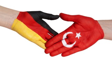 germany and turkey shaking hands