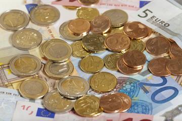 Euro Geldmünzen und Geldscheine - Euro Coins and bills