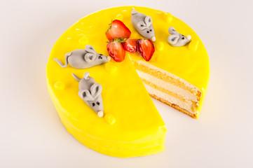 Yellow cheesecake lemon dessert marzipan mouse