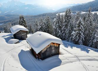 Alphütten in den Schweizer Bergen