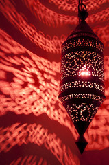 moroccan lamp with red light reflective pattern