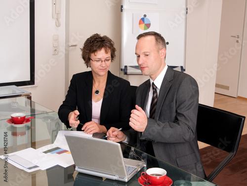Kollegen in einer Besprechung