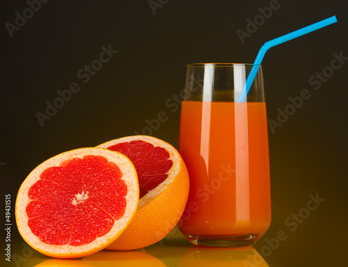 Delicious grapefruit juice in glass and grapefruit next to it