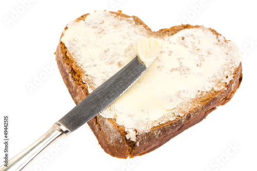 Butterbrot in Herzform mit Messer
