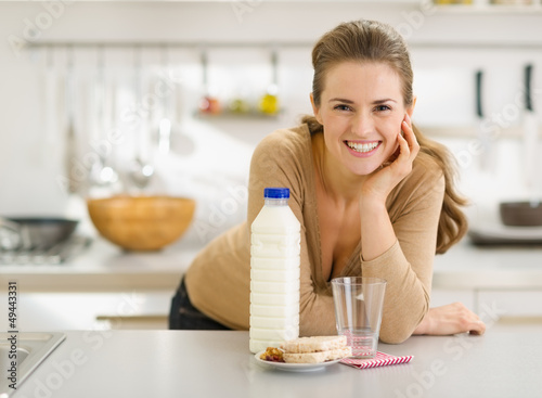 Portrait of smiling young woman with snacks