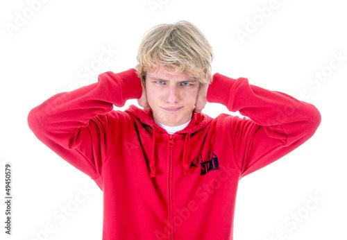 Teenager hält sich die Ohren zu - 49450579