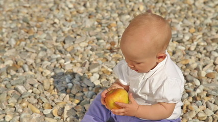 Baby doesn't like apple
