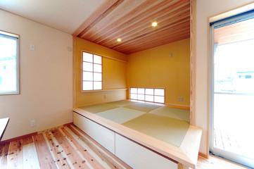 ウッディな新築の和室横位置−1