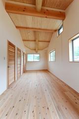ウッディな新築子供部屋縦位置−1