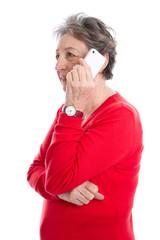 Ältere Dame in Rot mit Mobiltelefon