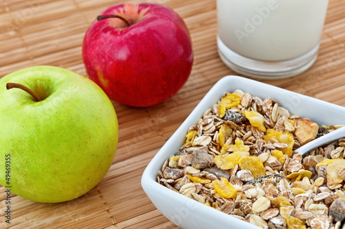 Oat flakes and apple