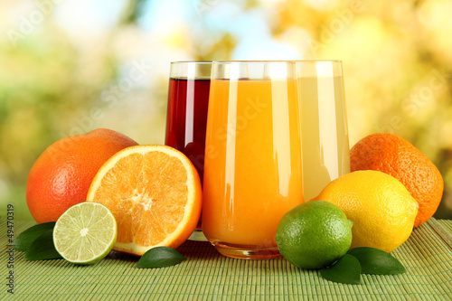 Glasses of juise with leafs and fruits