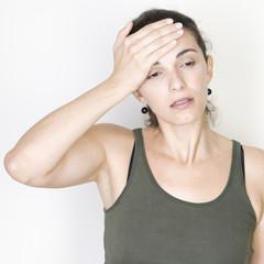 Frau mit Kopfweh
