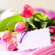 Tulpen und Geschenkanhänger
