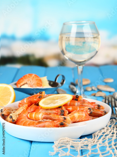 Shrimps with lemon