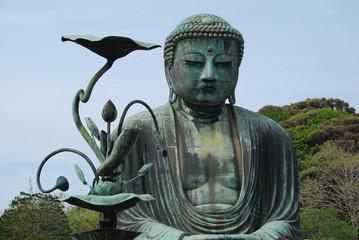 Statue du Daibutsu à Kamakura et fleur de lotus