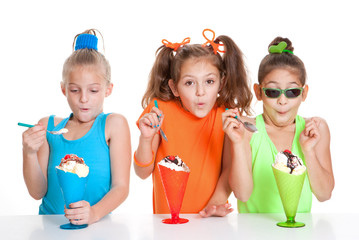 children eating icecream sundae treats