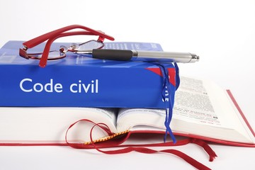 code civil sur livre ouvert