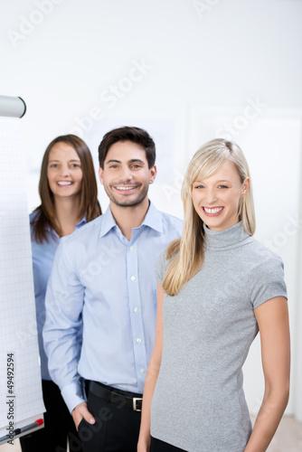lachendes team im büro
