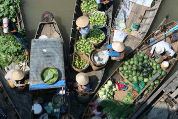 Floating fruit and vegetable market