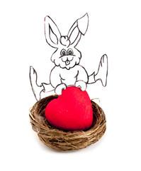 lapin de pâque sautant sur un coeur rouge dans un nid