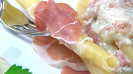 Candele al gorgonzola fuso e prosciutto