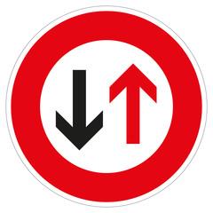 Verkehrszeichen Gegenverkehr Vorrang gewähren