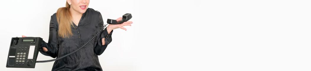 ahnungslose Frau mit Telefon