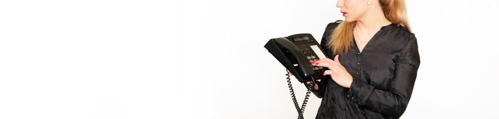 junge Frau mit Telefon