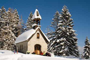 Kapelle in Winterlandschaft