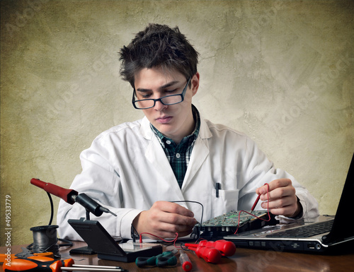 Electronic technician