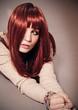 Frau mit glänzenden roten Haaren / alterable 14