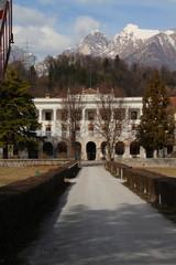 facciata di antica villa