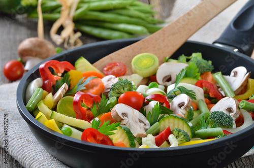Gemüsepfanne mit knackigem Mischgemüse