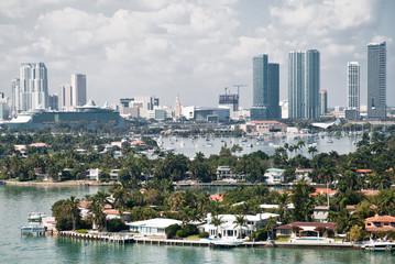la baia di Miami vista da un appartamento di un grattacielo