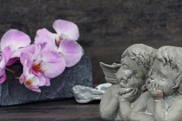 Schutzengel mit Orchideen