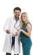 Arzt spricht mit einer Schwangeren