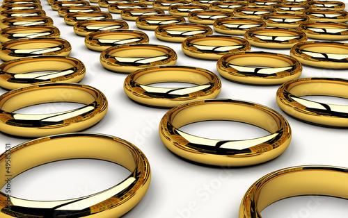 Pila di fedi anelli d'oro matrimoniali