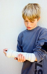 "adolescent""blessure, bande au bras"""