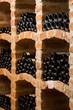 Viele Flaschen im Gewölbekeller