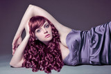 Diva mit roten Locken in Pastell / haircolors-19