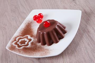 Dessert al cioccolato con ciliegie