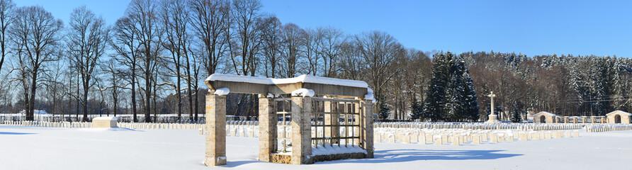 Soldatengrab im Winter