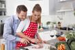 Junges Ehepaar in der Küche