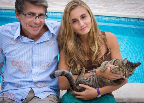 détente père fille avec le chat